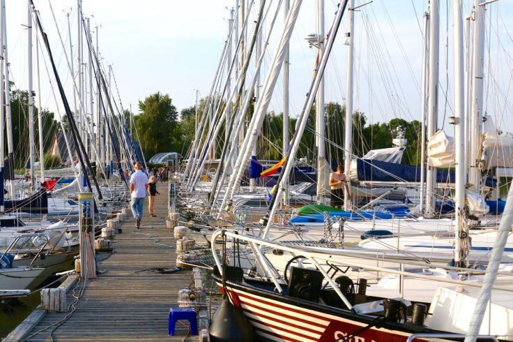 Hafen von Krummin mit Segelbooten © Henry Böhm