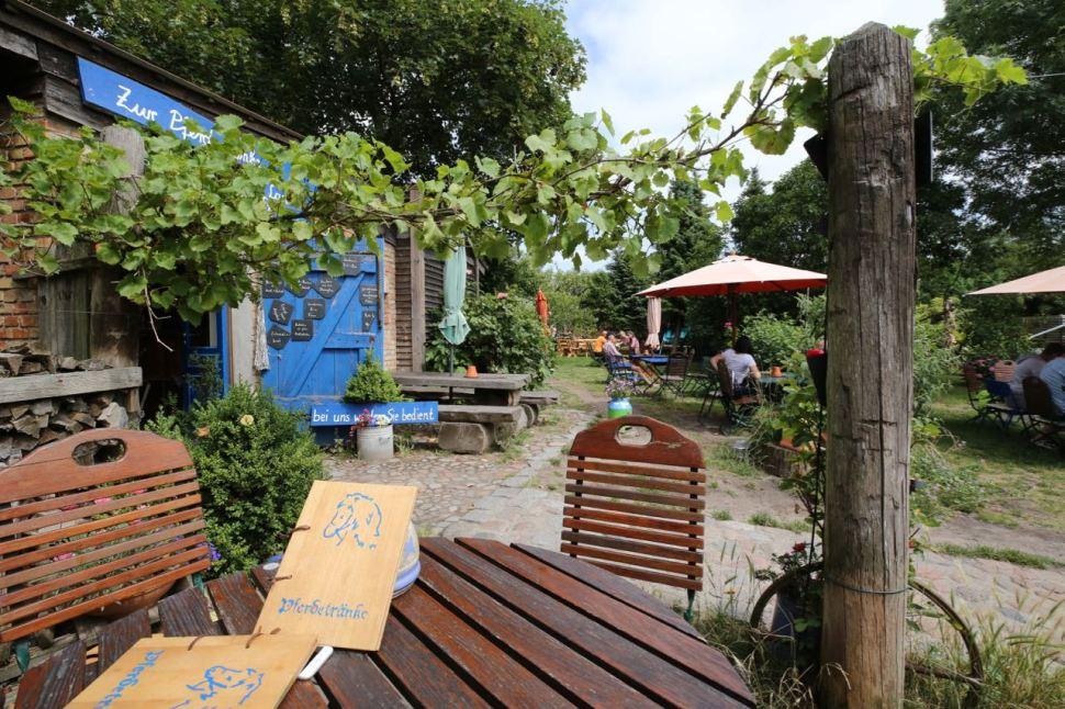 lauschiges Gartencafé in Krummin © Henry Böhm