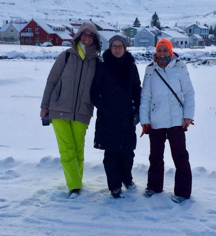 Schneefrauen: Jutta, Birgit und ich (von links) © Andrea