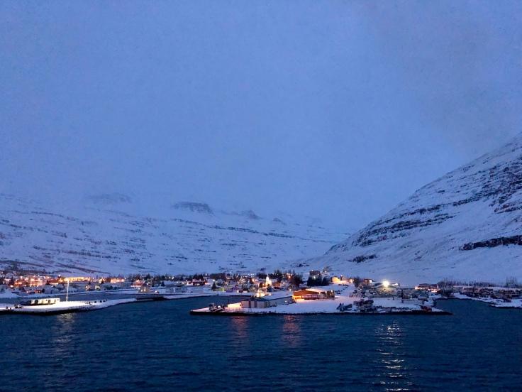 Seyðisfjörður in Sicht © Sandra Grüning