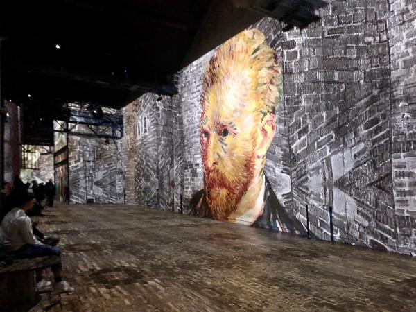 Selbstporträt van Goghs mit Laser an eine Fabrikwand geworfen © Sandra Grüning