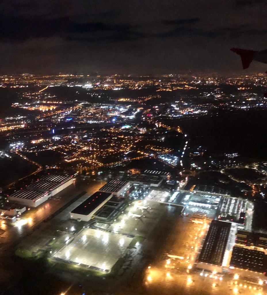Lichter von Paris beim Überflug © Sandra Grüning