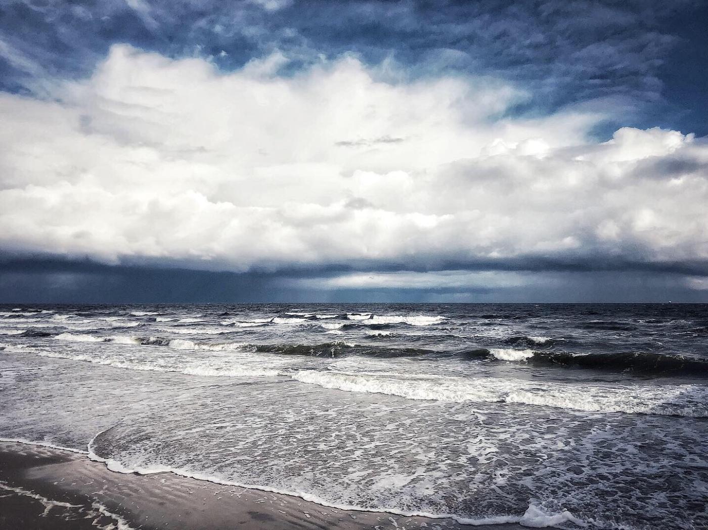Ostseesturm, Wellen mit Schaumkronen und bedrohlichen Wolken